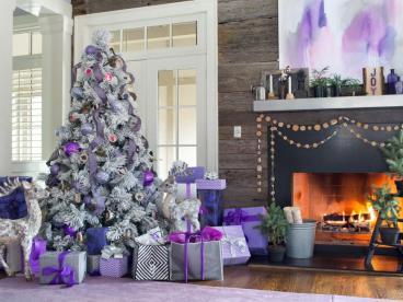 original_bpf-holiday-house_hgtv_interior_royal-tones_tree_h-jpg-rend-hgtvcom-966-725