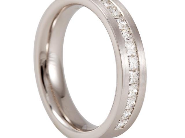14 krt Witgouden ring gezet met 15 x 0.05 ct TW VVS princess geslepen diamanten