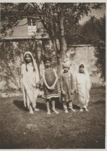 Noor, Vilayat, Hidayat, and Khairunissa. 1924, Fazal Manzil
