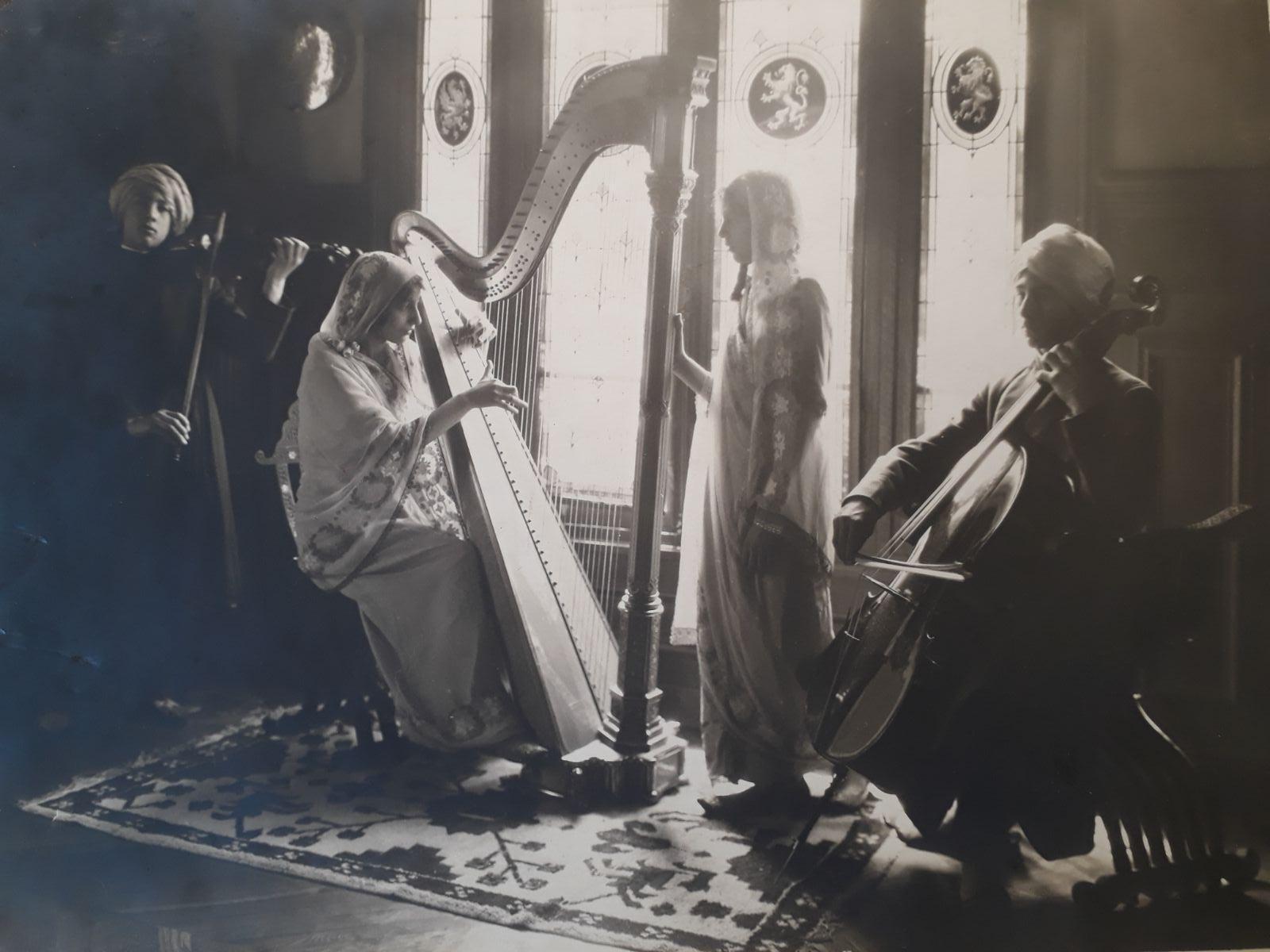 Noor playing harp with Vilayat, Hidayat, and Khairunissa in Fazal Manzil.