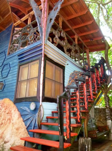Rooms for rent, too at the Jade Seahorse - Utila