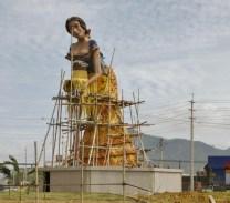 Montecristi - a hat maker tiled statue (under repair)
