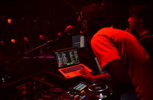 DJ GanaGana_Mixing_Dark Pic