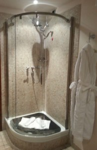 Modern shower pod with slidey curved glass.
