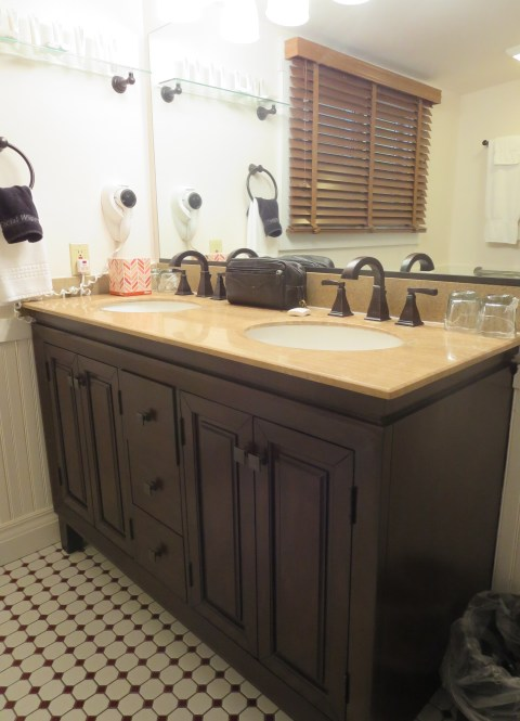 The stylish new sink console. Nice.