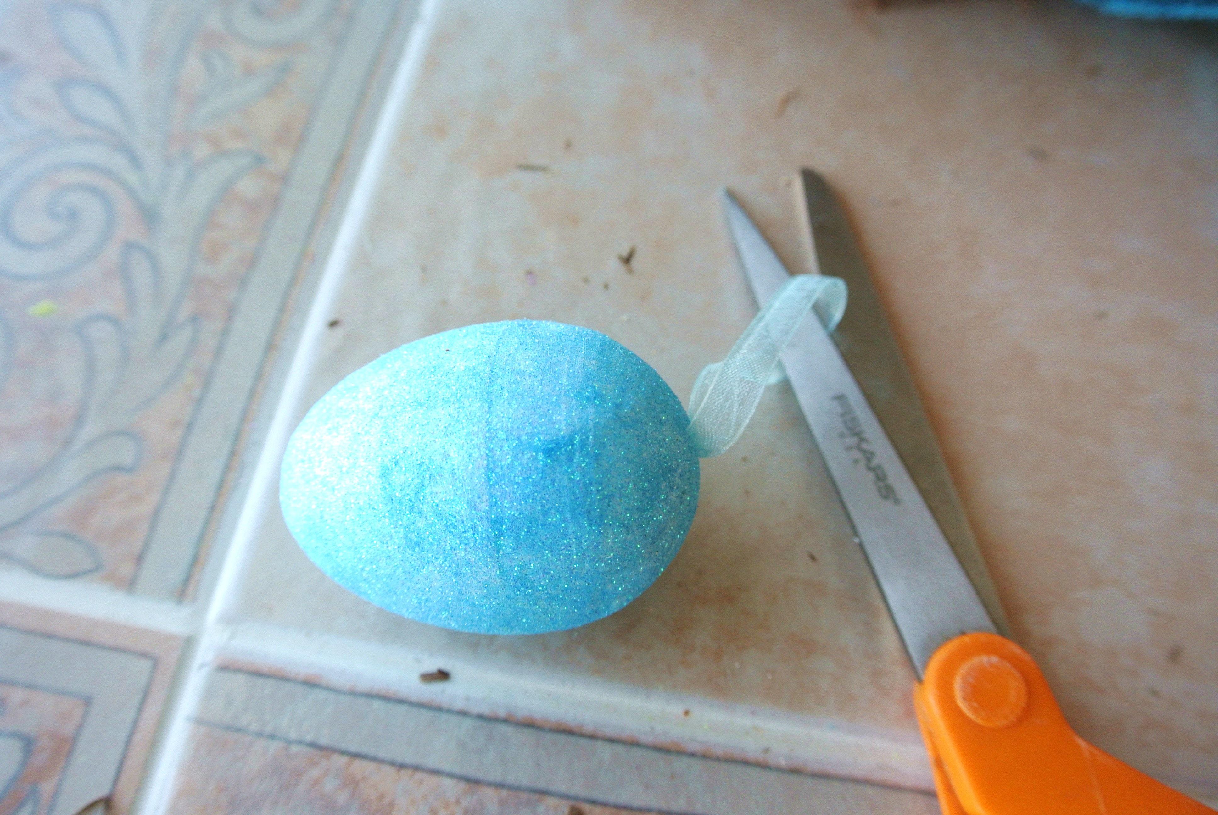 Cut loop of foam eggs