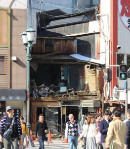 倒壊したミナミの空き家