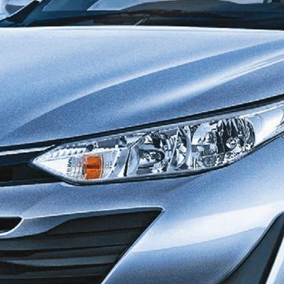 Faros delanteros   Sus faros halógenos multi-reflector, de extremos alargados, remarcan la sensación de amplitud, con una mirada penetrante y un look deportivo.