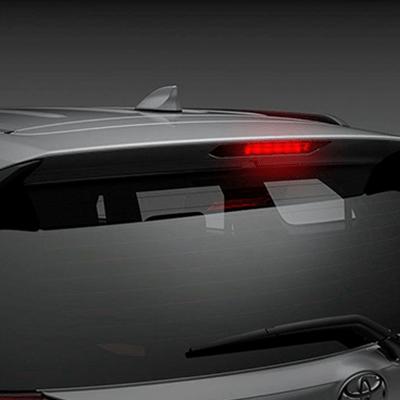 SPOILER CON LUZ DE FRENO   Su spoiler posterior no solo optimiza el desempeño aerodinámico, sino que aloja a la tercera luz de freno LED, como medida de seguridad.