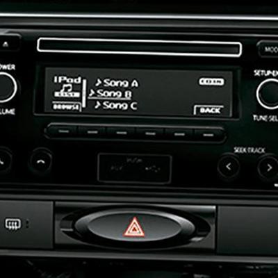 Sistema de audio   Equipado con radio AM/FM, lector de CDs, entrada USB, auxiliar y Bluetooth.