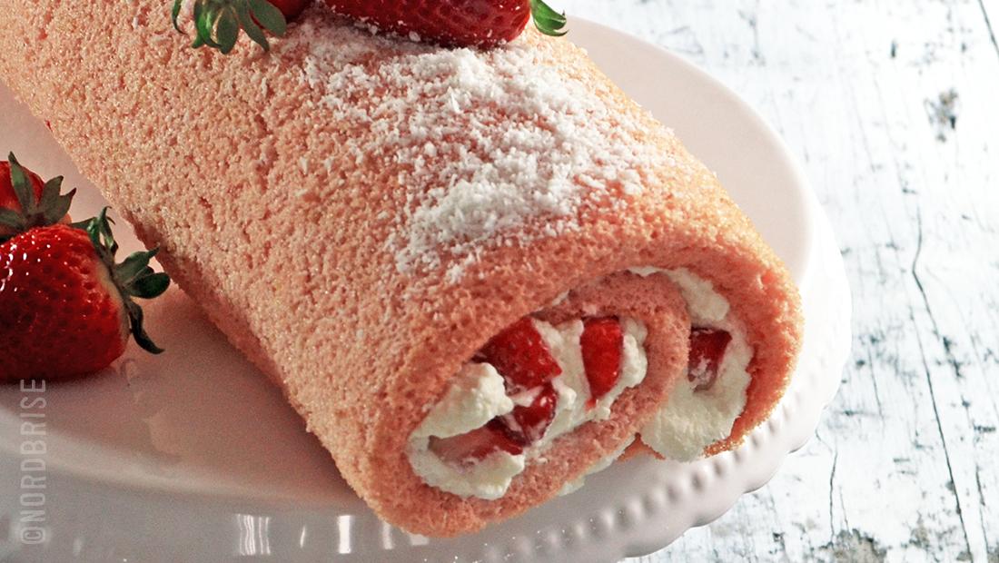 biscuitrolle mit erdbeeren swiss roll strawberries