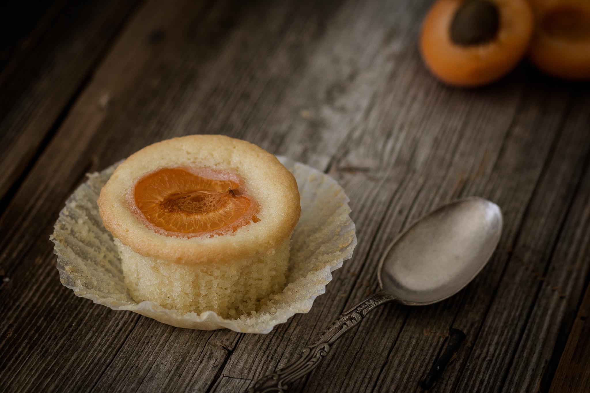 Foodfotografie von nordbrise.net Foodblog & Foodfotografie | Versunkene Marillenmuffins | Apricot Cupcakes