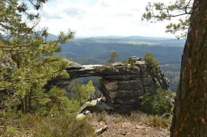 Blick auf das Prebischtor und den Nationalpark Böhmische Schweiz
