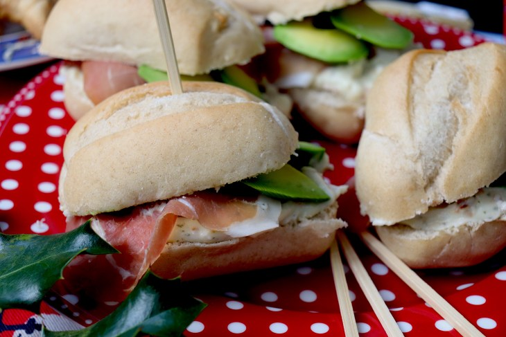 paninetti-con-avocado-e-prosciutto-crudo-d-oggiono