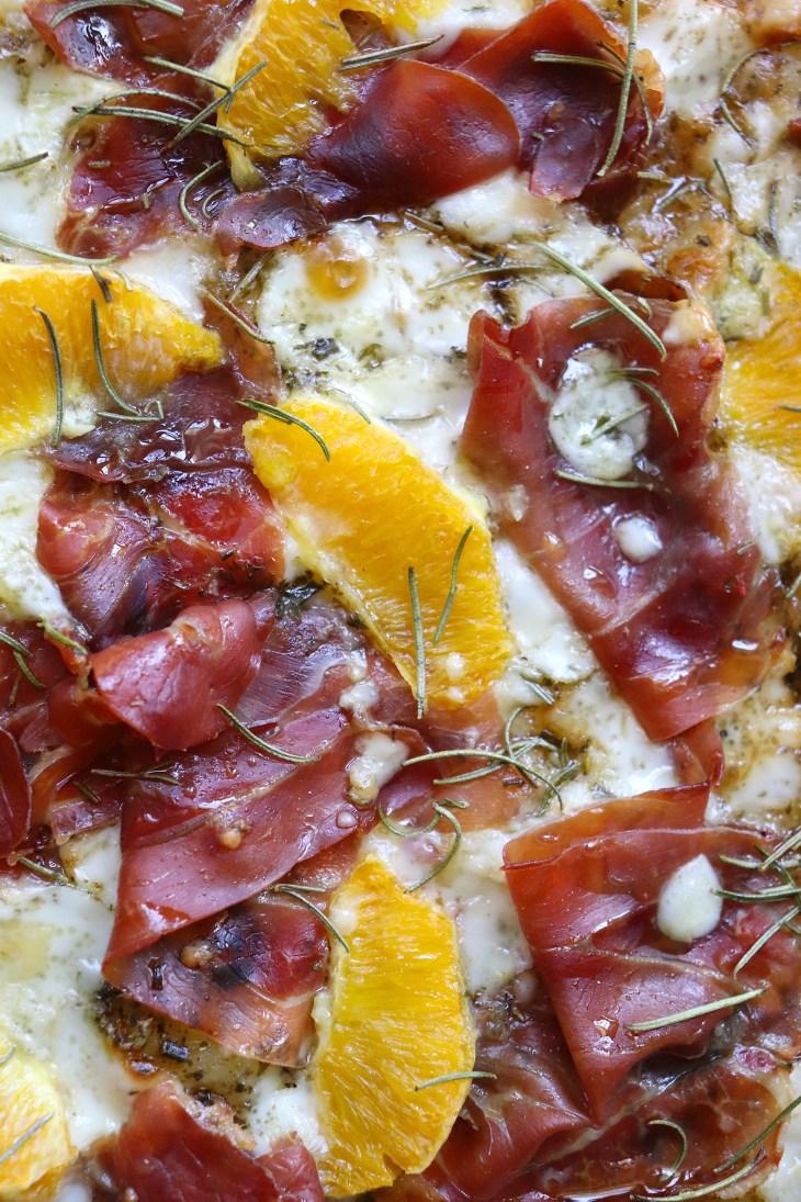 pizza-prosciutto-e-formaggio-di-capra