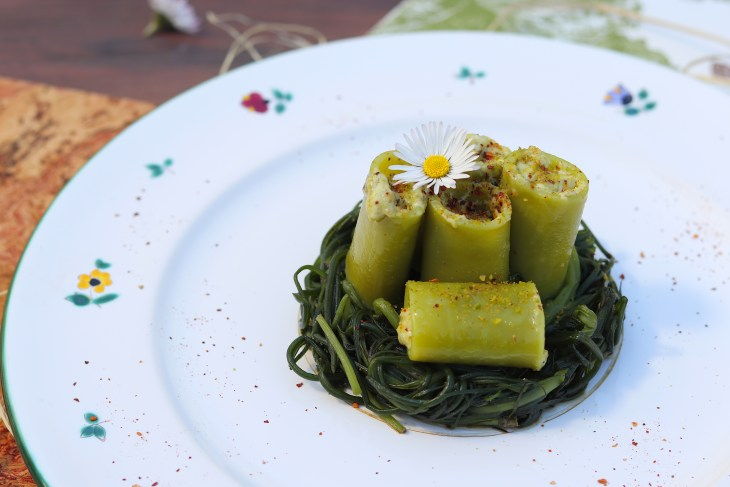ricetta-paccheri-ripieni-al-pistacchio-su-agretti