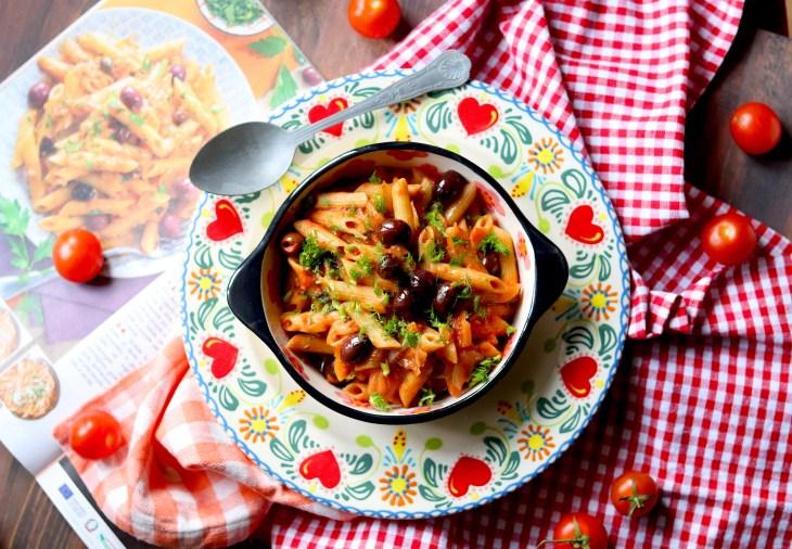 pasta-pomodoro-olive-piccanti