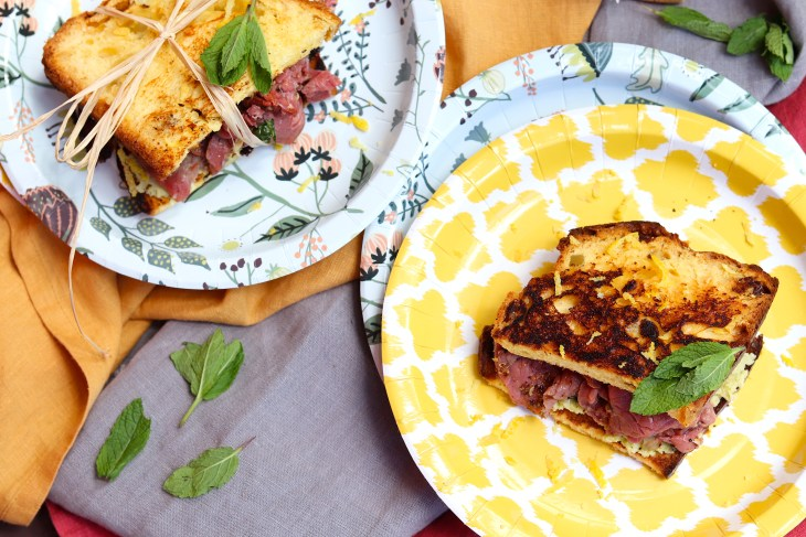panino-con-panettone-e-carpaccio