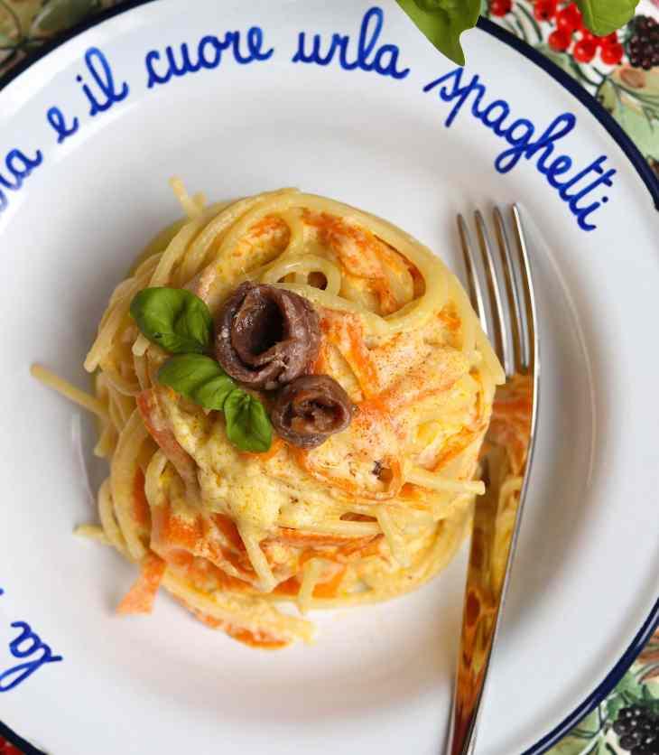 spaghetti con alici e stracciatella