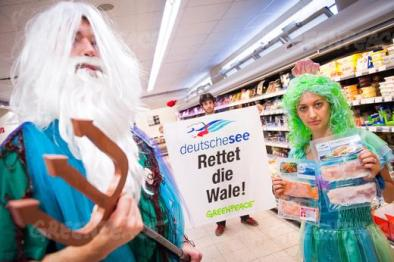 Greenpeace: Deutsche See Walfang-Aktion, Edeka Berlin, 02.08.14