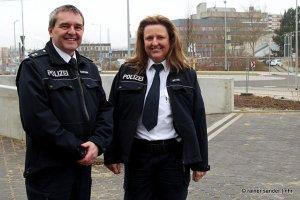 Claudia Metze und Mario Schrader sind die Schutzleute vor Ort (Foto: Rainer Sander)