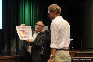 50 Jahre 3: Peter Lutze bei der Urkundenübergabe (Foto: Rainer Sander)