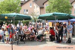 Man begegnet sich in Lohfelden (Archivfoto: Rainer Sander)