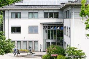 Auch im Schauenburger Rathaus wird gerechnet (Foto: Rainer Sander)