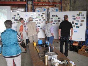Wasserwärter Rüdiger Terk erklärt die Arbeiten rund um die Wasserversorgung (Foto: Heike Klein|nh)