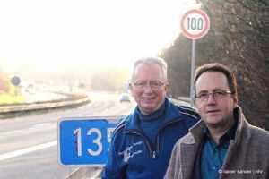 Zufrieden mit dem Minimalziel: Bürgermeister Günther Schumann und Thomas Petrich (rechts) (Foto: Rainer Sander)