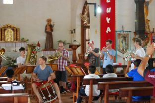 Concert for the children of San Fransisco orchestra in San Ignacio