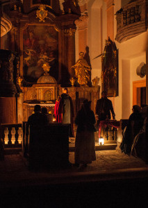 While the rest of the town is feasting, there is a secret mass in the church... (Play, Ondra Pěnička)