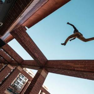 Person jumping across a gap (Photo, Lennart Wittstock)