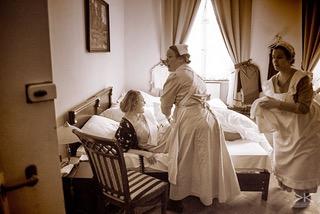 A bedroom scene at Fairweather Manor (photo, Karel Křemel)