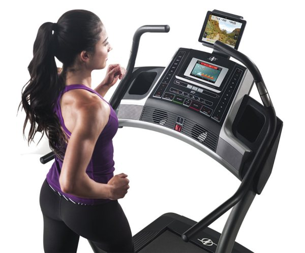 nordictrack-x9i-incline-console-girl