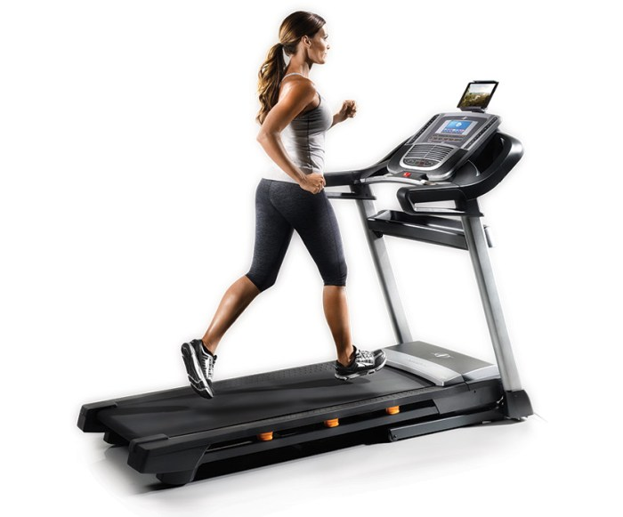 nordictrack c990 vs proform 2000 treadmill
