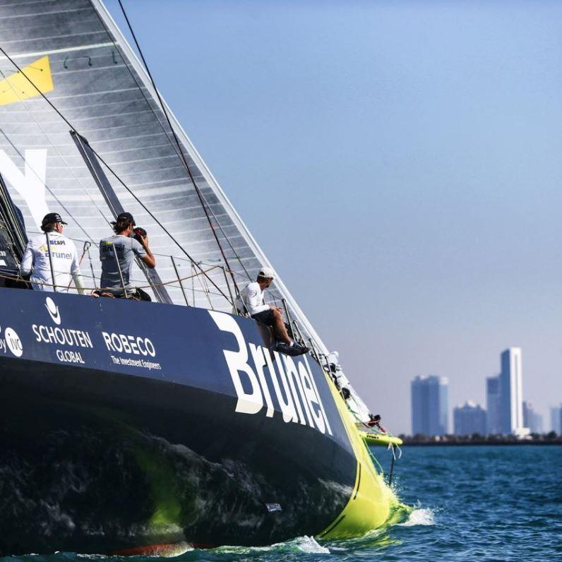 Team Brunel - Zieleinlauf für die Sieger der zweiten Hochsee-Etappe von Kapstadt nach Abu Dhabi. Bild: Volvo Cars