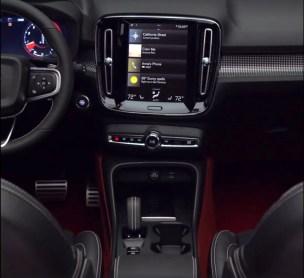 Innenraum mit großem Display. Bild: Volvo via FB