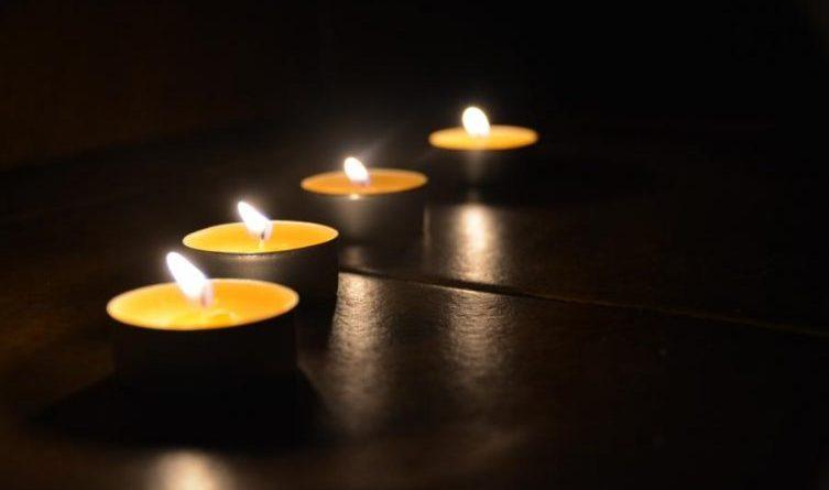 Trauer, Tot Kerzen Volkstrauertag Tödlich Tötlich Tod gestorbenFoto: Laura Schönhuber