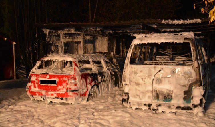 Lingen - Schuppenbrand mit kleinen Explosionen in der Schwedenschanze Foto: NordNews.de