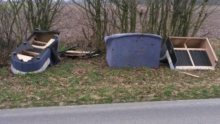Dersum - Abfall illegal entsorgt Foto: Presseportal.de