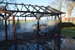 Aktuell Pkw fängt unter Carport in der Klosterholter Straße an zu brennen Foto: NordNews.de