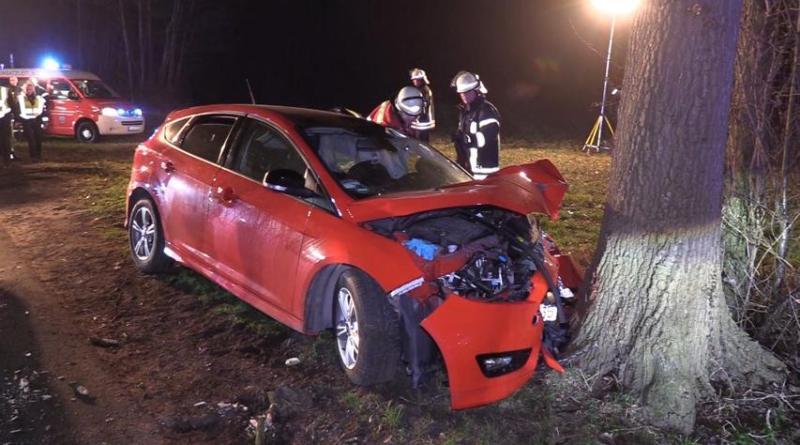 Schwerer Unfall mit fünf verletzten Personen in Uelsen - Hardinger Weg Ecke Hoambarger Weg Foto: NordNews.de