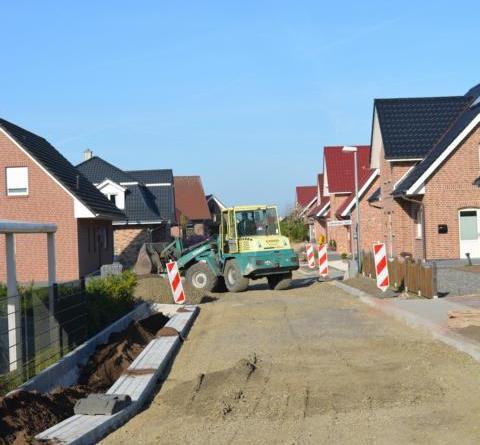 Endausbau im Baugebiet Kottenkämpe schreitet voran - Fleißig wird an den Straßen im Baugebiet Kottenkämpe gebaut. Foto: Gemeinde Geeste