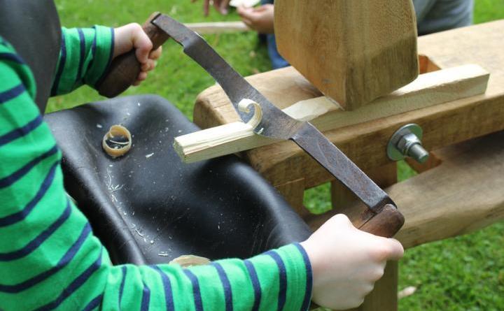 Holznägel machen am Schloss Foto: Schloss Clemenswerth
