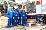 BP Mitarbeiter empfangen erstmalig den grünen Wasserstoff in der Lingener Raffinerie. Foto: Pressestelle der BP