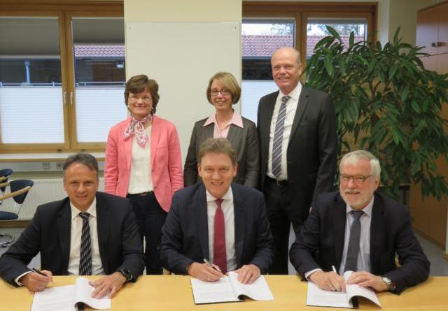 Konzessionsverträge unterschrieben - Stadt Lingen (Ems) und Stadtwerke Lingen arbeiten weiterhin zusammen Foto: Stadt Lingen