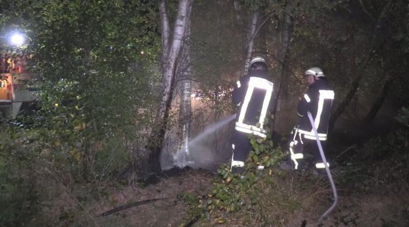 Haren - Fehndorf - Erneuter Flächenbrand an der Straße Zur Heide - nächtlicher Feuerwehreinsatz