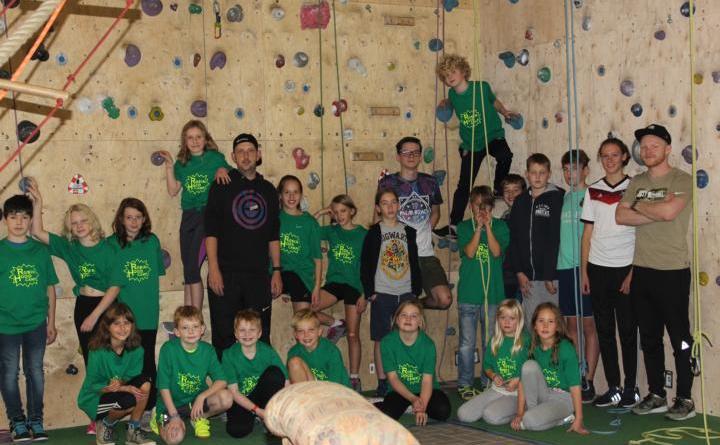 Erfreute Kinder im Robin Hood Camp - 19 Kinder im Robin Hood Camp der JugendInitiative Emsland Sport Foto: KSB