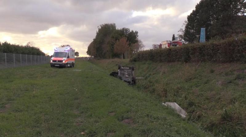 Geeste Aktuell - Unfall auf der Ölwerkstrasse - Ersthelfer befreien Autofahrer aus Renault Foto: NordNews.de